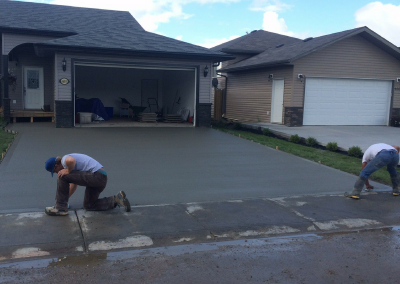Superb Concrete Finishers Finishing A Driveway